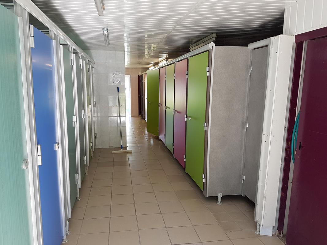 sanitaire camping couleurs du monde